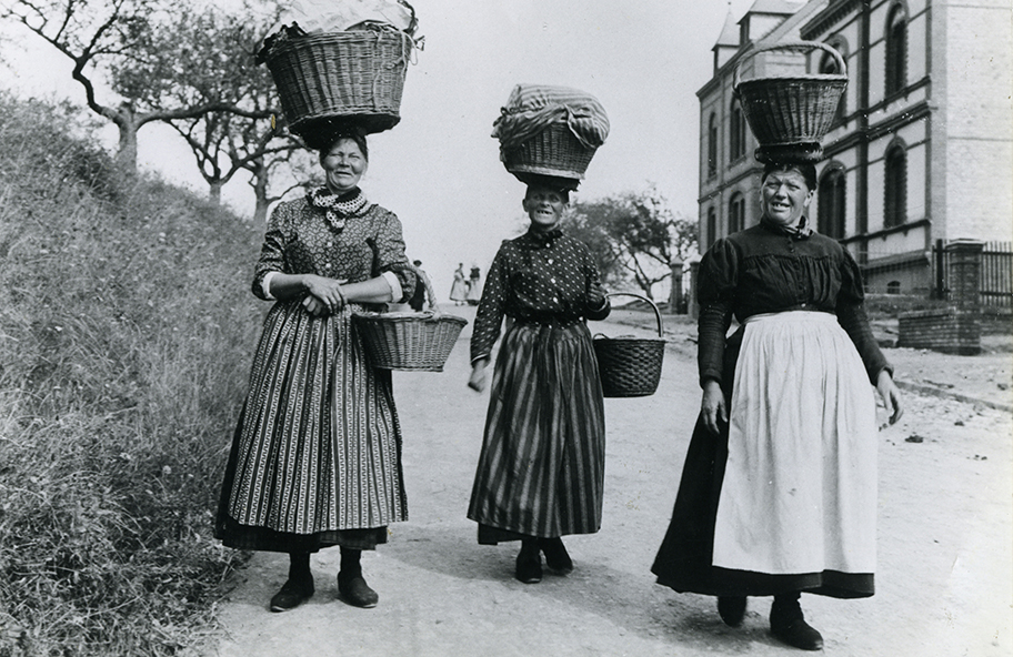 Kleidung frauen um 1900